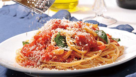 シンプルなトマトソースパスタ