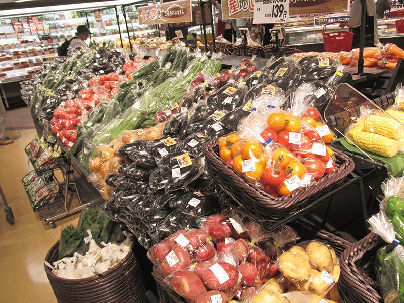 生産者コーナーを拡大した青果売場